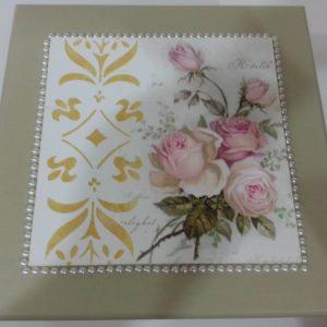 Caixa decorada MDF pérolas e flores